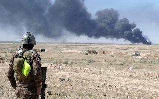 Το ISIS ελέγχει τοπικές πετρελαιοπηγές, οι οποίες επαρκούν για τη χρηματοδότησή του από το λαθρεμπόριο.