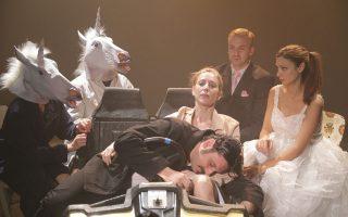 Σκηνή από την παράσταση «Λίλιομ» σε σκηνοθεσία Θωμά Μοσχόπουλου.