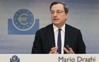 Η αγορά κρατικών και άλλων τίτλων χρέους από την ΕΚΤ θωρακίζει τις χώρες της Ευρωζώνης από πιθανές επιπτώσεις προερχόμενες από τις εξελίξεις στην Ελλάδα, σημείωσε ο κ. Ντράγκι.