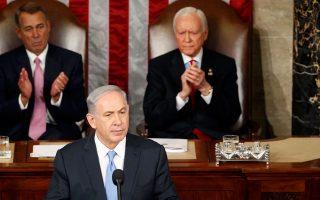 Η ομιλία του Ισραηλινού πρωθυπουργού Μπέντζαμιν Νετανιάχου, που πλαισιώνεται από τους Ρεπουμπλικανούς Τζον Μπέινερ και Οριν Χατς, χθες στο Κογκρέσο των ΗΠΑ, αγνοήθηκε επιδεικτικά από τον Λευκό Οίκο. «Δεν την παρακολούθησα, διάβασα το κείμενο και δεν είδα τίποτα καινούργιο», ήταν το σχόλιο του Αμερικανού προέδρου Μπαράκ Ομπάμα.