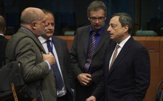 Ο κ. Ντράγκι με τον κ. Τ. Βάιζερ στο Eurogroup της Δευτέρας.