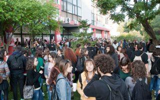 Αργά το βράδυ έληξε η ομηρία των μελών της Συγκλήτου του Αριστοτέλειου Πανεπιστημίου Θεσσαλονίκης, από αγνώστους που διαμαρτύρονταν για τη μη συμμετοχή τους στη συνεδρίαση.
