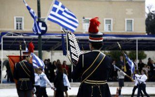 Υπό τους ήχους της μπάντας του Δήμου Αθηναίων, παρήλασαν συνολικά 1.878 μαθητές 174 Δημοτικών, 72 Γυμνασίων και 67 Λυκείων.