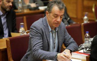 «Δύο μήνες τώρα στελέχη της κυβέρνησης ΣΥΡΙΖΑ - ΑΝΕΛ κομπορρημονούν, αρνούνται να δουν την πραγματικότητα», τόνισε ο κ. Στ. Θεοδωράκης.