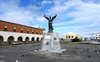 Η πλατεία γύρω από το Διοικητήριο, κτίριο του 1927, και η «Ελλη» είναι ένας δημόσιος χώρος στην πόλη της Ρόδου, που μπορεί να αναβαθμιστεί.