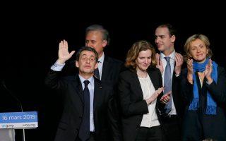 Το κεντροδεξιό κόμμα UMP του Νικολά Σαρκοζί που ελέγχει σήμερα 41 από τους 101 νομούς της χώρας, φιλοδοξεί να καταλάβει τα δύο τρίτα. Ο δεύτερος γύρος των σημερινών περιφερειακών εκλογών θα πραγματοποιηθεί την ερχόμενη Κυριακή.