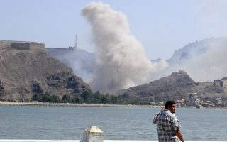 Smoke rises from an arms depot at the Jabal Hadeed military compound in Yemen's southern port city of Aden March 28, 2015. Explosions rocked Aden's largest arms depot on Saturday, sending flames and smoke into the sky above the southern Yemeni city, witnesses said.   REUTERS/Nabeel Quaiti