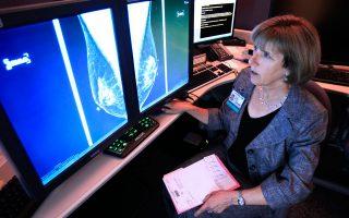 Κάθε χρόνο περίπου 1,6 εκατ. γυναίκες στις ΗΠΑ υποβάλλονται σε βιοψία και στο 20% των περιπτώσεων διαγιγνώσκεται καρκίνος. Τα νέα συμπεράσματα θέτουν υπό αμφισβήτηση ένα «χρυσό» κανόνα, ότι, δηλαδή, η βιοψία δύναται να επιλύσει οποιαδήποτε αμφιβολία γεννιέται από μία ύποπτη μαστογραφία ή υπέρηχο.