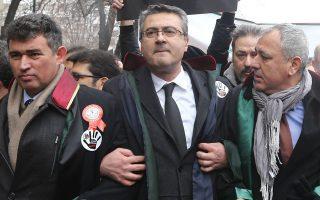 Δικηγόροι της Τουρκίας διαμαρτύρονται κατά του νόμου, στα μέσα Φεβρουαρίου, λίγες ημέρες μετά τη δολοφονία 20χρονης φοιτήτριας.