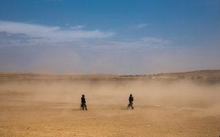 Τούρκοι συνοριοφύλακες στην ερημική ζώνη κοντά στη Σουρούτς, στα σύνορα Τουρκίας με Συρία.