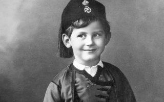 Ο πρίγκιπας Πέτρος, μόνος υιός του πρίγκιπα Γεωργίου και της πριγκίπισσας Μαρίας Ρ. Βοναπάρτη, γεννήθηκε στο Παρίσι στις 3 Δεκεμβρίου 1908.