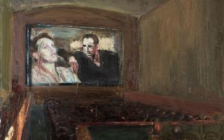 Ο κόσμος του σινεμά ζωντανεύει μόλις σβήσουν τα φώτα. Στη μεγάλη οθόνη ο Χάμφρεϊ Μπόγκαρτ με μια αγαπημένη του – όπως στο «Παλλάς» Παγκρατίου.