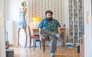 Ο Γιάννης Βεσλεμές γράφει μουσική για ταινίες, όπως το πρόσφατο «Τετάρτη 04.45», ενώ σκηνοθετεί και δικά του φιλμ.