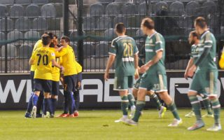 Ο παίκτης του Αστέρα Τρίπολης Τζερόνιμο Μπαράλες  πανηγυρίζει με τους συμπαίκτες του την επίτευξη γκολ , κατά τη διάρκεια του αγώνα ΠΑΟ-ΑΣΤΕΡΑΣ ΤΡΙΠΟΛΗΣ για το Πρωτάθλημα της Σούπερ Λιγκ στο Γήπεδο