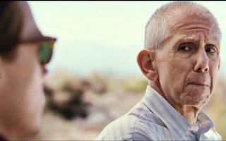 Σκηνή από τη μικρού μήκους ταινία «Δύο φιλικά φαντάσματα»: ο γηραιός Ντόναλντ συναντά και πάλι, μισόν αιώνα μετά, τον Τζέιμς Ντιν.