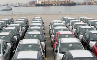 «Σήμερα στη χώρα μας σε ετήσια βάση πωλούνται 6,5 νέα αυτοκίνητα ανά 1.000 κατοίκους, όταν στην Ευρώπη ο μέσος όρος είναι 28» τονίζει στην «Κ» ο πρόεδρος του Συνδέσμου Εισαγωγέων Αντιπροσώπων Αυτοκινήτων κ. Γ. Βασιλάκης.