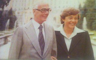 Tο αγαπημένο ζευγάρι, ο πρώην πρωθυπουργός του μέτρου και του ηπίου κλίματος Γεώργιος Pάλλης με τη σύζυγό του Λένα Pάλλη.