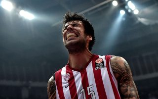 TOPSHOTSOlympiakos' Giorgos Printezis reacts during the round three play-off Euroleague basketball game against Barcelona at the Athens' Peace and Friendship stadium on April 21, 2015. AFP PHOTO / ARIS MESSINIS