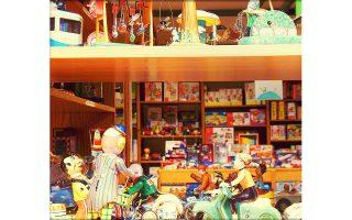 Ενενήντα χρόνια ζωής συμπληρώνει φέτος το κλασικό κατάστημα παιγνιδιών «Δαμίγος» στην οδό Λυκούργου, το παλαιότερο παιγνιδάδικο στη χώρα.
