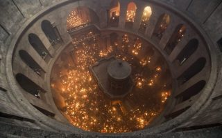 epa04700020 A general  view into the rotunda inside the Church of the Holy Sepulchre in Jerusalem that shows the Tomb of Christ as the miracle of the Holy Fire occurs on 11 April 2015, the day before Orthodox Easter Sunday. Eastern Orthodox Christians believe the Holy Fire, which emenates from within the Tomb of Christ and quickly spreads around the church and outside to Jerusalem and even to foreign countries, represents the flame of the Resurrection power, as well as the fire of the Burning Bush of Mount Sinai.  EPA/ABIR SULTAN