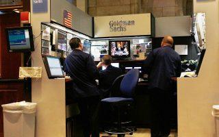«Οι τιμές θα πρέπει να παραμείνουν χαμηλές για αρκετό χρόνο ακόμα, ώστε να εξισορροπηθούν η προσφορά και η ζήτηση», αναφέρει η Goldman Sachs στην έκθεσή της.