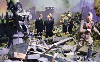 Ο πρόεδρος της Ρωσίας, Βλαντιμίρ Πούτιν, επισκέπτεται πρωτότυπη έκθεση - αναπαράσταση της «Μάχης του Βερολίνου», η οποία βρίσκεται στην Αγία Πετρούπολη.