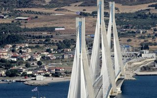 Στα υπό επαναδιαπραγμάτευση έργα εντάσσονται, σύμφωνα με τον κ. Σπίρτζη, και ολοκληρωμένα έργα όπως είναι η Αττική Οδός, η Γέφυρα Ρίου - Αντιρρίου και η Εγνατία Οδός.