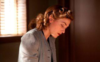 Η Κέιτ Γουίνσλετ στη δραματική μίνι σειρά του HBO «Mildred Pierce» (ΣΚΑΪ).