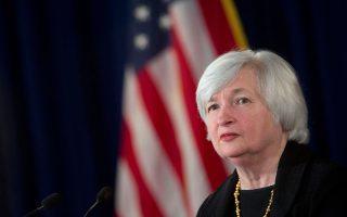 «Πιστεύουμε ότι θα πρέπει να αυξήσουμε τα επιτόκια όταν διαπιστώσουμε περαιτέρω βελτίωση στην απασχόληση και είμαστε πεπεισμένοι πως ο πληθωρισμός θα επανακάμψει στον στόχο του 2% σε μεσοπρόθεσμο ορίζοντα», τόνισε η πρόεδρος της Fed, Τζάνετ Γέλεν.
