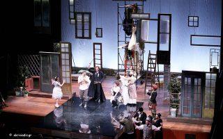 Σκηνή από τον «Γάμο του Φίγκαρο» σε σκηνοθεσία Στάθη Λιβαθινού.