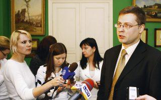 Ο αντιπρόεδρος της Ευρωπαϊκής Επιτροπής, Β. Ντομπρόβσκις, δήλωσε χθες ότι δεν περιμένει μία συμφωνία στις τεχνικές διαπραγματεύσεις με την Ελλάδα τον Απρίλιο, υποστηρίζοντας ότι μπορεί να συνεχιστούν μέχρι τον επόμενο μήνα και κατ' επέκταση μετά την προθεσμία της 30ής Απριλίου.