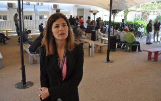 Κατά 270% εκτινάχθηκε από πέρυσι ο αριθμός Σύρων που ζητούν άσυλο, λέει στην «Κ» η κ. Μαρία Σταυροπούλου, επικεφαλής της αρμόδιας υπηρεσίας· όλοι οι πρόσφυγες, Ερυθραίοι, Αφγανοί και άλλοι, εμπιστεύονται το σύστημα ασύλου στην Ελλάδα, συμπληρώνει, ενώ η εισροή μεταναστών ξεπερνά κάθε προηγούμενο.