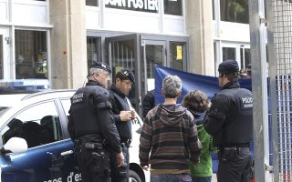 epa04713070 Two parents (2-R) arrive at at high school Instituto Joan Fuster after a student bursted into the school with a knife and a crossbow in Barcelona, northeastern Spain, 20 April 2015. A teacher died and four other people were injured in the attack. The under-aged student has been arrested by police.  EPA/TONI GARRIGA