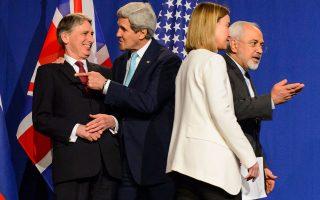 Τα χαμόγελα των υπουργών Εξωτερικών Βρετανίας και ΗΠΑ, Φίλιπ Χάμοντ και Τζον Κέρι, απηχούν την αίσια έκβαση των μαραθώνιων συνομιλιών για το Ιράν στη Λωζάννη, ενώ η «τσαρίνα» της ευρωπαϊκής διπλωματίας, Φεντερίκα Μογκερίνι, και ο Ιρανός υπουργός Εξωτερικών, Μοχάμεντ Ζαρίφ, κατευθύνονται προς την πολυαναμενόμενη συνέντευξη Τύπου.