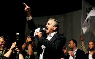 Ομιλία του Μουσταφά Ακιντζί προς τους υποστηρικτές του, μετά τη νίκη του την Κυριακή.