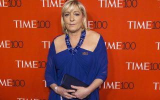 Ηθη σταρ του σινεμά υιοθετεί η Μαρίν Λεπέν, πρόεδρος του Εθνικού Μετώπου.