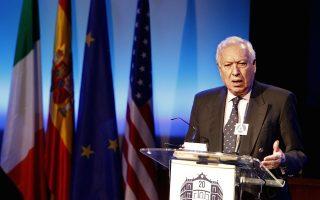 GRA224. MADRID, 22/01/2013.- El ministro de Exteriores, JosÈ Manuel GarcÌa-Margallo (i), durante su intervenciÛn en una mesa redonde sobre