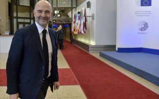 European Union Economic Affairs Commissioner Pierre Moscovici arrives at an extraordinary euro zone finance ministers meeting (Eurogroup) to discuss Athens' plans to reverse austerity measures agreed as part of its bailout, in Brussels February 20, 2015. Greece has made every effort to reach a mutually beneficial agreement with its euro zone partners but will not be pushed to implement its old bailout programme, its government spokesman said on Friday.   REUTERS/Eric Vidal (BELGIUM - Tags: POLITICS BUSINESS)