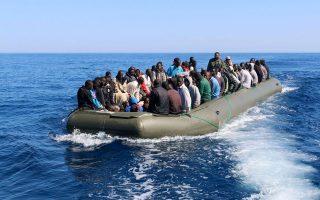 Παράτυποι μετανάστες από τη Λιβύη προσπαθούν να φτάσουν στην Ευρώπη. Τα προβλήματα που υπάρχουν και στις δύο όχθες της Μεσογείου -η τρομοκρατία, οι μεταναστευτικές ροές και η ανεργία- είναι κοινά.
