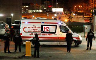 Ασθενοφόρο έξω από το δικαστικό μέγαρο Κωνσταντινούπολης που μεταφέρει τον εισαγγελέα.