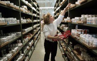 Μόνο με ιατρική συνταγή πρέπει να γίνεται η πώληση αντιβιοτικών και άλλων αντιμικροβιακών παραγόντων σε ασθενείς.