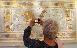 Δυστυχώς, οι Ελληνες δεν πάνε συχνά στα μουσεία.