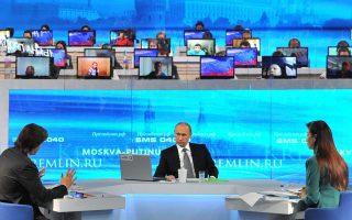 Η ρωσική οικονομία έχει περάσει τα χειρότερα και θα ανακάμψει το πολύ εντός διετίας, διαβεβαίωσε τους πολίτες ο Βλαντιμίρ Πούτιν.