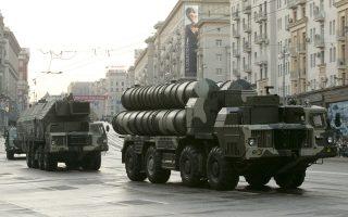 Την περασμένη Δευτέρα, ο Ρώσος πρόεδρος ήρε το εμπάργκο πώλησης ρωσικών όπλων στο Ιράν και άναψε το «πράσινο φως» για την παράδοση του υπερσύγχρονου συστήματος αεράμυνας S-300.