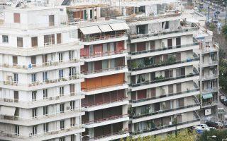 H αγορά των ενοικίων έχει πλέον εκμηδενίσει τις αυξήσεις των ετών που προηγήθηκαν της οικονομικής κρίσης, έχοντας επιστρέψει στο επίπεδο που βρισκόταν στις αρχές του 2000. Με βάση σχετικά στοιχεία μεσιτικών γραφείων, οι συνολικές απώλειες των τιμών ενοικίασης κατοικίας από το 2011 μέχρι σήμερα υπολογίζεται ότι διαμορφώνονται σε 40% κατά μέσον όρο.