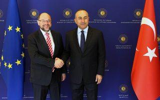 Ο Μάρτιν Σουλτς μαζί με τον υπουργό Εξωτερικών της Τουρκίας Μεβλούτ Τσαβούσογλου.