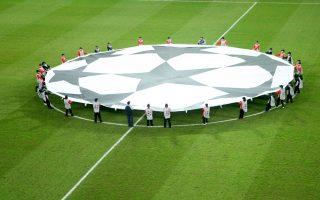 Η συμμετοχή των ελληνικών ομάδων στις ευρωπαϊκές διοργανώσεις της επόμενης χρονιάς βρίσκεται στον «αέρα», όσο δεν προκύπτει κάποια συμβιβαστική λύση ανάμεσα στην ελληνική κυβέρνηση και τις ελληνικές και διεθνείς ποδοσφαιρικές αρχές.