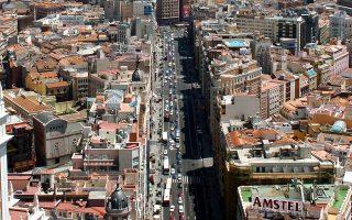 Η Μαδρίτη, στο μυθιστόρημα, θυμίζει κάτι από τις ταινίες του Πέδρο Αλμοδόβαρ.