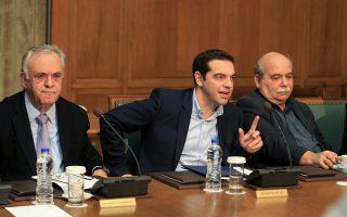 Ο πρωθυπουργός Αλέξης Τσίπρας (Κ) με τον αντιπρόεδρο της κυβέρνησης Γιάννη Δραγασάκη (Α) και τον τον υπουργό Εσωτερικών - Διοίκησης Ανασυγκρότησης Νίκο Βούτση (Δ) στη συνεδρίαση του υπουργικού συμβουλίου στη Βουλή, την Παρασκευή 27 Φεβρουαρίου 2015. Υπό την προεδρία του πρωθυπουργού Αλέξη Τσίπρα συνεδρίασε το υπουργικό συμβούλιο της κυβέρνησης.  ΑΠΕ-ΜΠΕ/ΑΠΕ-ΜΠΕ/ΣΥΜΕΛΑ ΠΑΝΤΖΑΡΤΖΗ
