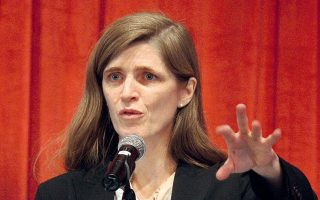 Η Αμερικανίδα πρέσβειρα στον ΟΗΕ, Σαμάνθα Πάουερ, που είχε την πρωτοβουλία για την κεκλεισμένων των θυρών συνεδρίαση του Συμβουλίου Ασφαλείας, εικονίζεται εδώ, σε παλιότερη ομιλία της.